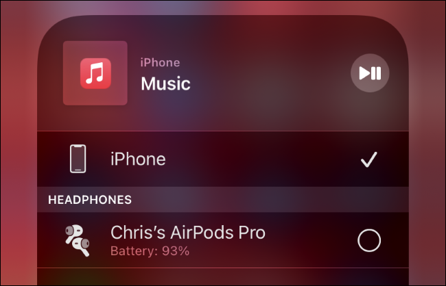 Podłączanie AirPods do iPhone'a.